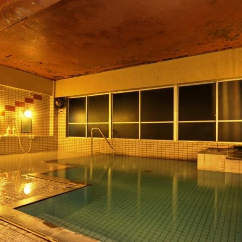 広々とした大浴場は夜間にも入れます