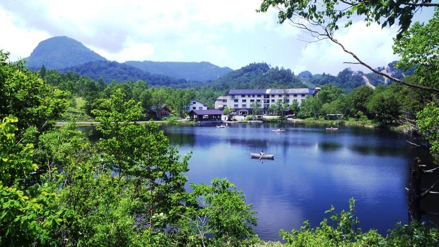 湖面と全景