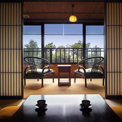 【雪type】1階には10畳の和室、2階には寝室と2つのお風呂があります。