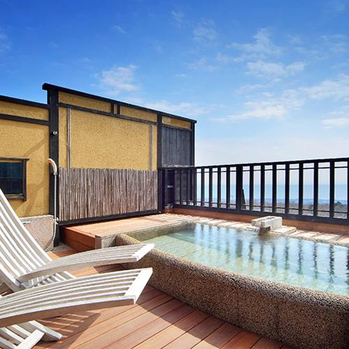 【月type】心地よい風を感じながら、見上げれば青空、見下ろせば相模湾が広がる2階露天風呂。