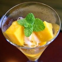 季節によって異なるデザート★河津産マンゴーを食べられることもあります。