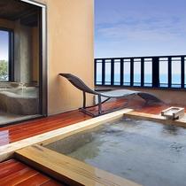 【雪type】内風呂と露天風呂。相模湾に浮かぶ伊豆七島を眺めながら湯浴みを愉しむ