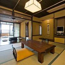 【花type】1階は10畳の和室と、その奥に懐かしい趣の囲炉裏の間