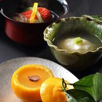 季節の食材を使った創作和会席。時には珍しい柑橘類が入荷することも…。デザートは女性に大人気の一品。