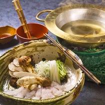秋には松茸も。四季の味覚をたっぷり味わう日本料理の醍醐味。