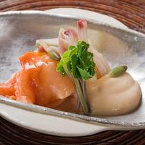 【ご夕食の一品】思考を凝らしたうち山風懐石料理をご堪能いただけます。