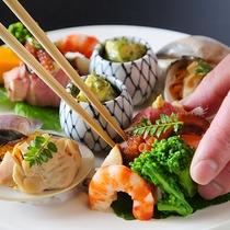 こだわり抜いた美食を、更に引きたてる器の数々も自慢のひとつです。 贅沢な味覚をお楽しみください。