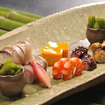 四季折々。季節の伊豆の味覚を吟味し、目でもお愉しみいただけるお料理を心がけております。