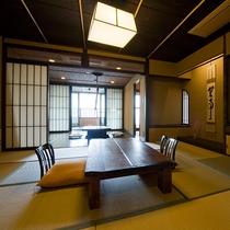 【花type】1階は10畳の和室と、その奥に懐かしい趣の囲炉裏の間、そら豆型の内風呂へと続きます。