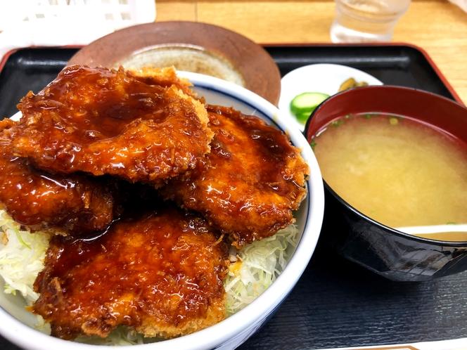 中禅寺湖で有名な ソースかつ丼