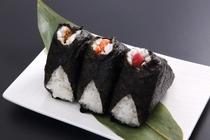 【ご飯物】「おにぎり/鮭・梅・昆布」1個160円・2個300円