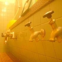 *【温泉】洗い場の蛇口をひねれば、それも100%の温泉。すべて温泉という贅沢。