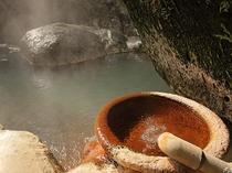 湯量豊富な妙見新川温泉