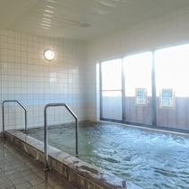 *【大浴場(男湯)】少し塩味のあるお湯で、湯上りの肌はしっとりなめらか。