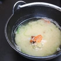 *【朝食一例】お客様に大好評の蟹のお味噌汁。