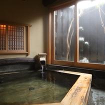 【五岳の湯】阿蘇五岳を意味する五角形の形をしています