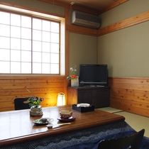 和室のお部屋で、どうぞゆっくりとお寛ぎください