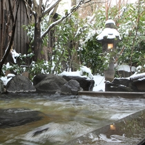 【四季の湯】天然湧水を贅沢に使用した貸切露天風呂
