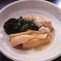「季節の野菜の煮物」野菜を使った煮物。旬の素材を使った煮物をお出ししております