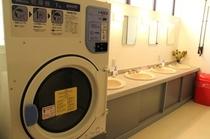 ランドリーは洗濯機を無料サービス〜物干し台無料貸出〜乾燥機有料