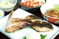 高知県産の初夏のブリ・カマ(生)を塩焼きにした逸品
