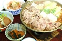 陶板すき焼き。お肉はボリューム満点で、自家製のタレは自慢の味