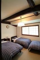 ●「和泉」IZUMI :畳ベッド3台(3名様:エキストラ布団利用で1名追加可能)洗面所・クロ-ゼット
