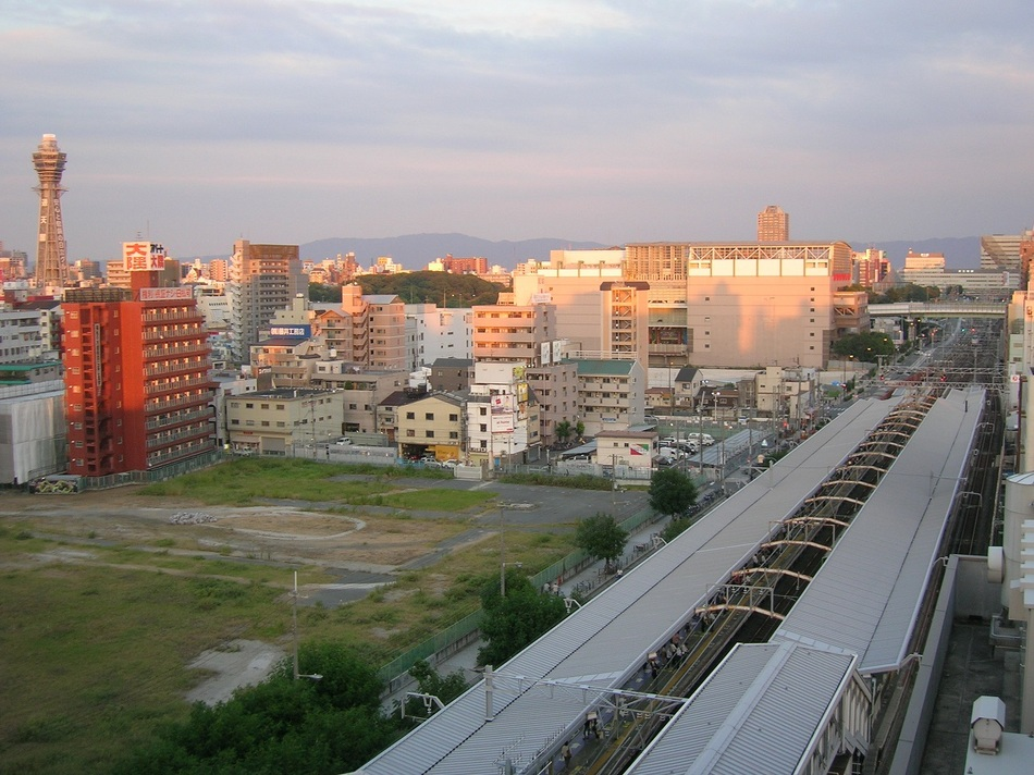 通天閣とJR電車