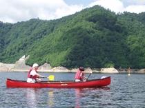 藤原洞源湖でカヌー