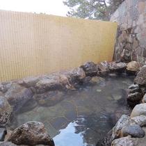 【市来ふれあい温泉センター】内の露天風呂