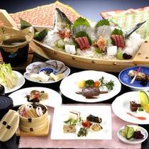 *舟盛り付き料理