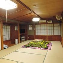 【和室16畳/一例】思わず畳の端から端までゴロゴロと転がりたくなるお部屋は最大8名様までOK!