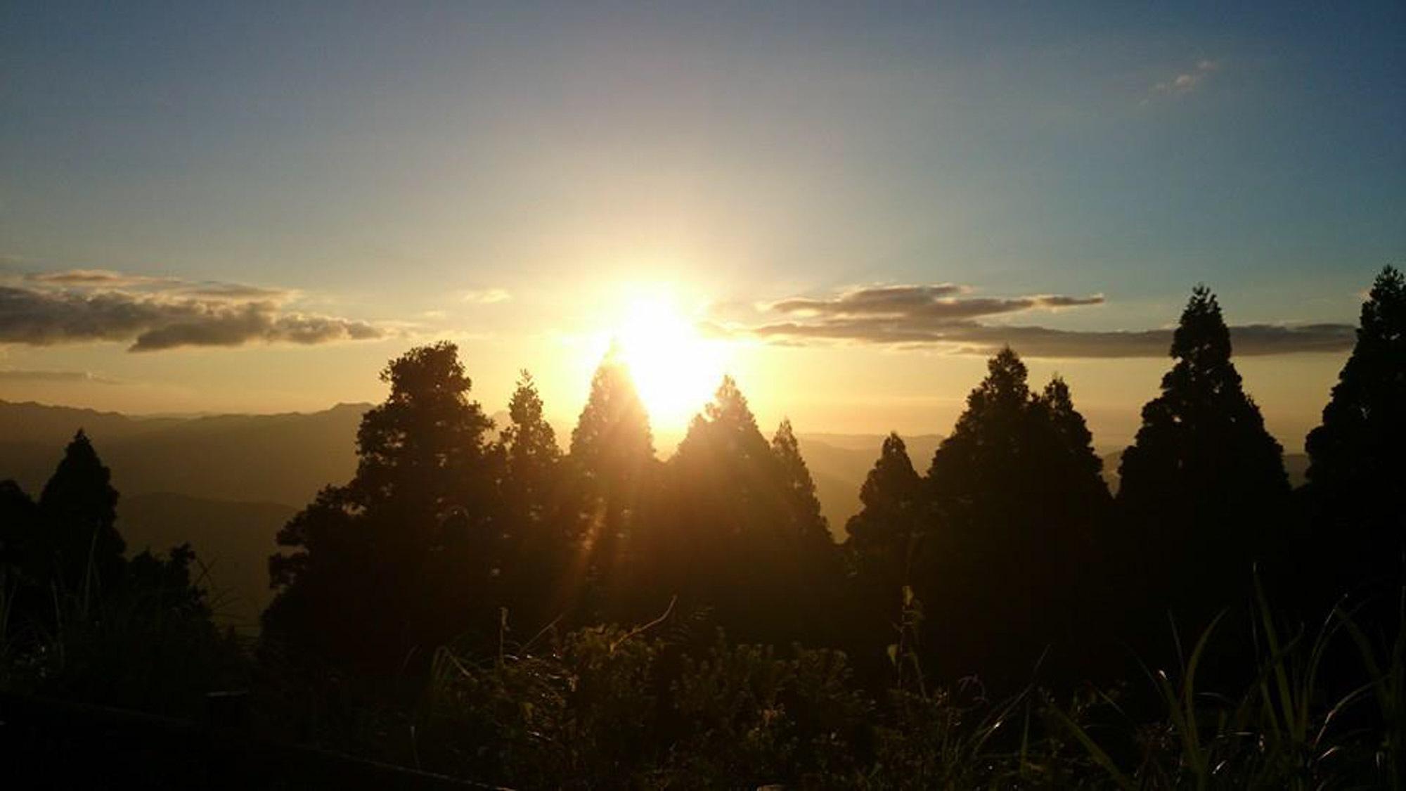 *九州山地に沈む夕陽。美しい景色にうっとり♪