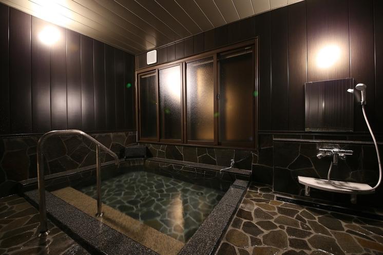 離れ客室大きな天然温泉付き風呂です。