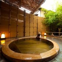 【女性用露天風呂】古代檜の浴槽