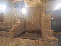 【大浴場】心地よいお湯の刺激が感じられる打たせ湯