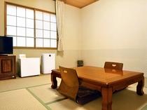 【和室4人部屋】手足を伸ばしてお寛ぎいただけます。