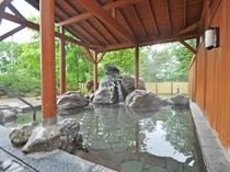 【露天風呂】四季折々の景色を感じながらゆったりと。
