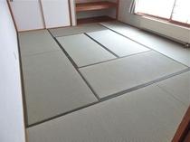 シンプルな10畳の和室