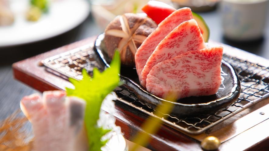 海山で採れた色彩豊かな食材。