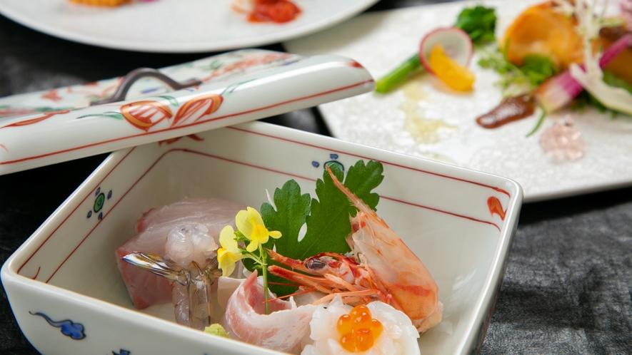 捕れたての海の幸・山の幸をふんだんに使った優しい味の 京風会席料理