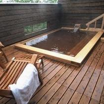 大浴場「ひのき露天風呂」 秋田檜とモール温泉の豊かな香りをお楽しみいただけます