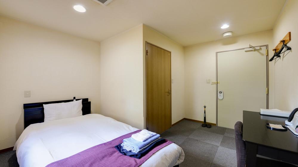 *お部屋(本館シングル)/広いベットでお寛ぎ頂けます。ビジネスに、ご観光にご利用下さいませ。