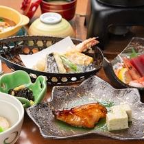 *夕食(一例)/当館自慢の料理を、リーズナブルなお値段にてご堪能下さい。