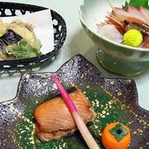 *【夕食:一例】岩内近海の海鮮、地元産・道内産の野菜を使っています。