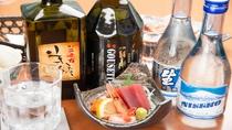 *夕食(一例)/お酒も各種取り揃えております。お食事とご一緒に如何でしょうか。