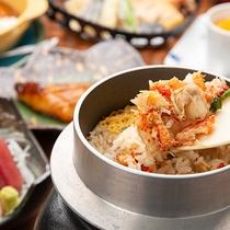 *夕食【釜飯】(一例)/海鮮をたっぷりと使用した、炊き立ての釜飯をご用意致します。