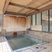 *温泉(露天風呂)/豊富な湯量の温泉で、ごゆるりと入浴時間をお過ごし下さい。