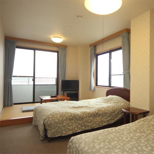 ◆【海側」】洋間+和室3畳(バス・トイレ付)