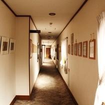 本館の廊下になります